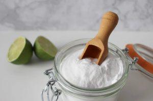 Limón y bicarbonato para limpiar