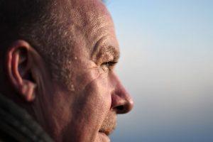 Limpiar la cera del oído en adultos