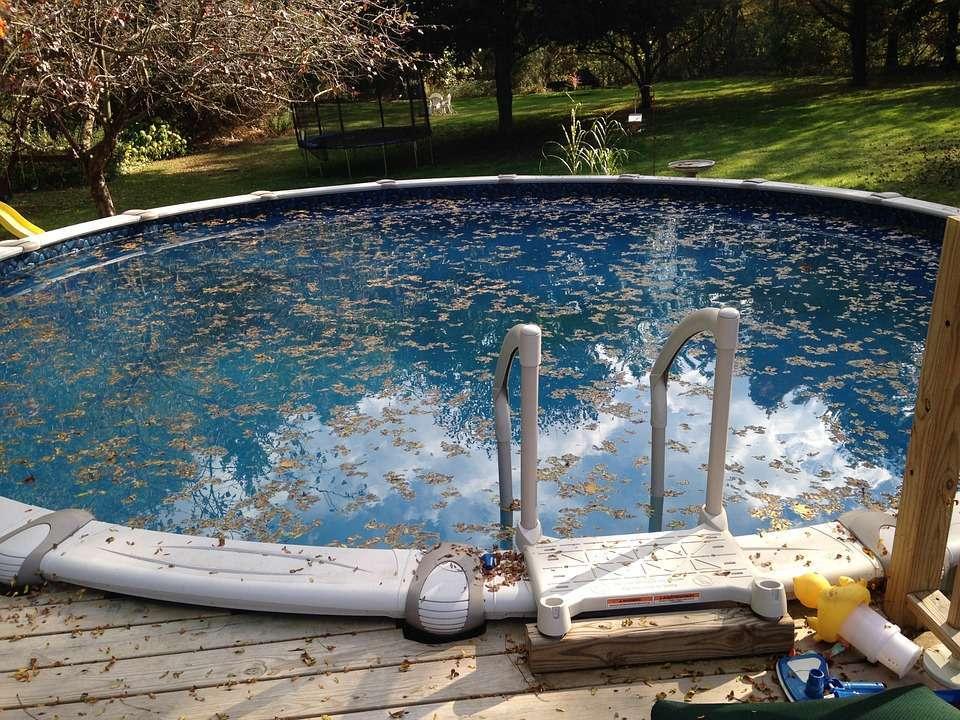 Limpiar piscina sucia
