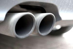 Limpiar la carbonilla del tubo de escape
