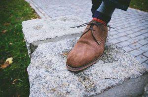 Limpiar manchas de los zapatos de serraje